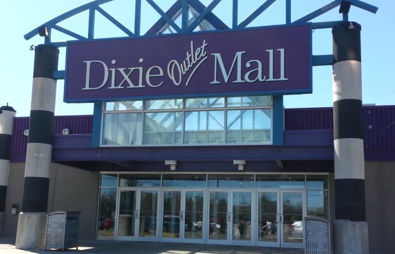 Dixie Outlet Mall hours stores directory Mississauga ON