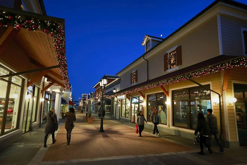 mcarthurglen vancouver designer outlet centre hours. Black Bedroom Furniture Sets. Home Design Ideas