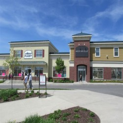 Tanger Outlets Bromont title image